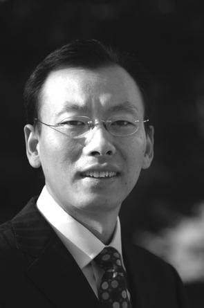 深圳大学副校长、文化产业研究院院长李凤亮教授