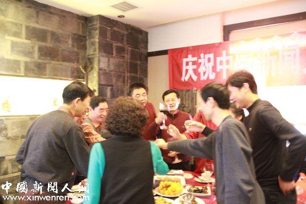 为中国新闻人网开通十周年,干杯!