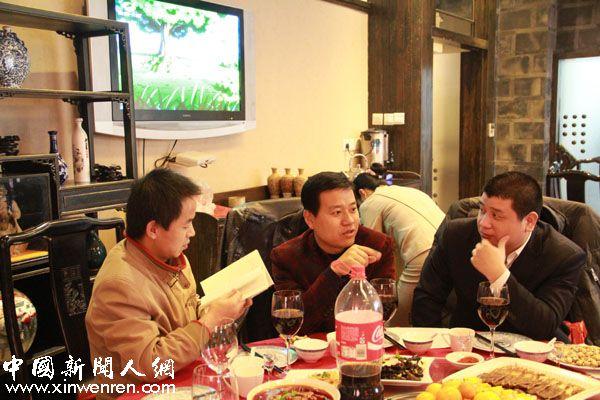 作家才俊文彦群、兰增干、王飞(从左到右)