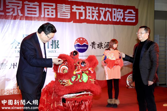 《企业家日报》社长龙良贤(右) 、《企业家日报》副社长吴礼明(左)共同为雄狮点晴.jpg
