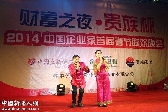 中国著名黄梅戏表演艺术家黄金峰(右)等表演的黄梅戏《天仙配》选段《夫妻双双把家还》 - 复件.JPG