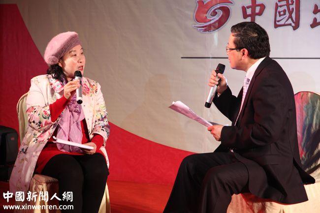 《企业家日报》副社长、中国出版传媒网总编辑吴礼明博士(右)现场电视采访的第2位嘉宾----中国著名企业家、上海鹿聘企业集团董事长陈平(左),题目是《智慧的灵魂是从变化的市场中产生的》 - 复件.JPG