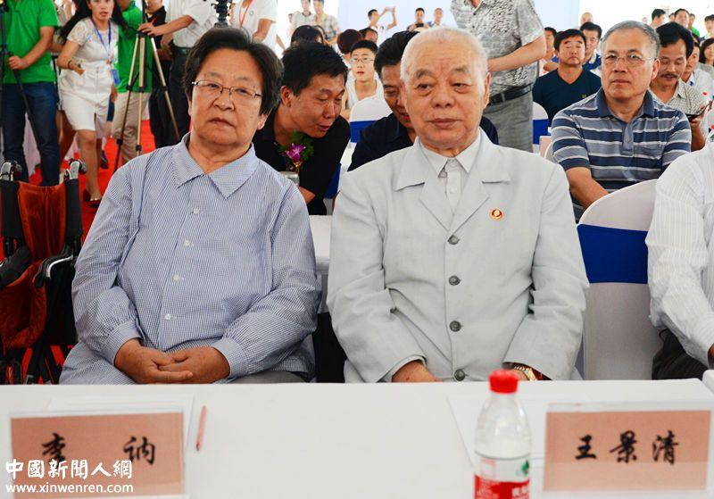 毛泽朱主席之女李纳及丈夫王景清也低调出席