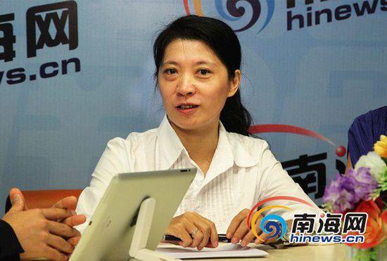 法制时报女记者李松梅做客南海网新闻会客厅(南海网记者陈望摄)