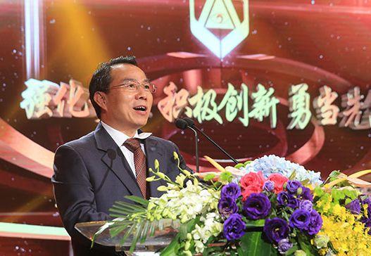 图说:上海市委常委、宣传部长董云虎讲话。