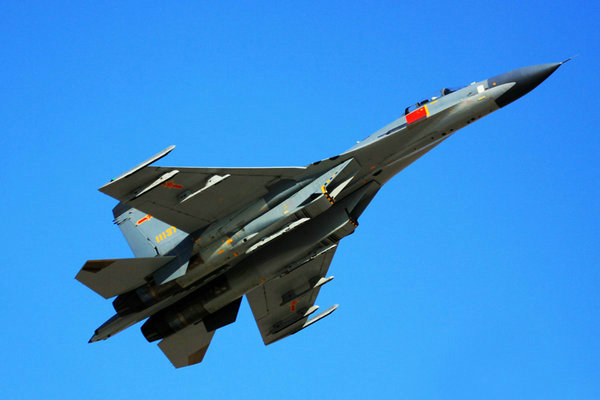 美媒终于承认了!中国歼-10C战斗机对美国F-16V战斗机有压倒性优势