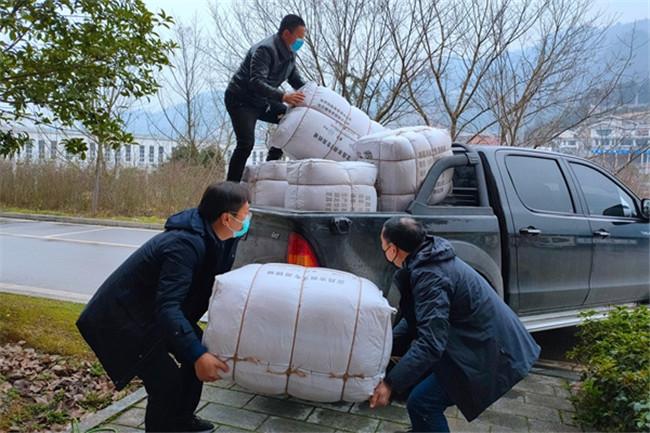 中国基层组织委员会在抗疫工作中大显身手,表现突出