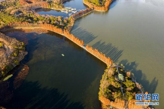 广西旅游地图景点地图:【贵州】集山、水、林、洞、瀑、湖、石等景观的荔波小七孔风景
